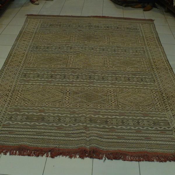 tapis kilim marocain tapis hanbel traditionnel. Black Bedroom Furniture Sets. Home Design Ideas