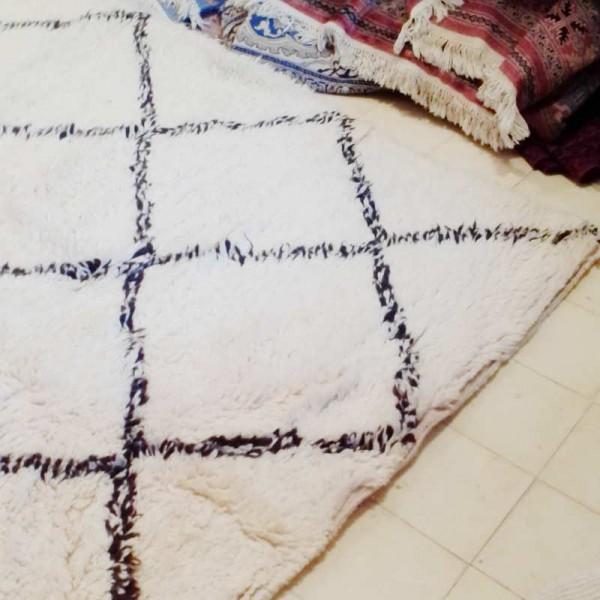 moroccan berber carpet beni ouarain white carpet. Black Bedroom Furniture Sets. Home Design Ideas