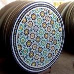 Table de jardin en mosaïque multicolore