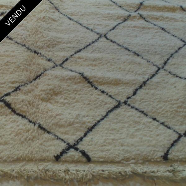 tapis berb re beni ouarain moyen atlas maroc. Black Bedroom Furniture Sets. Home Design Ideas