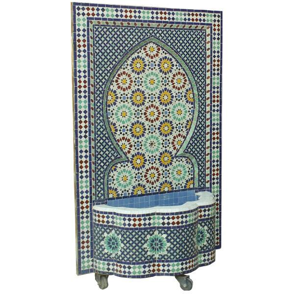 fontaine murale en zellige typiquement marocaine. Black Bedroom Furniture Sets. Home Design Ideas