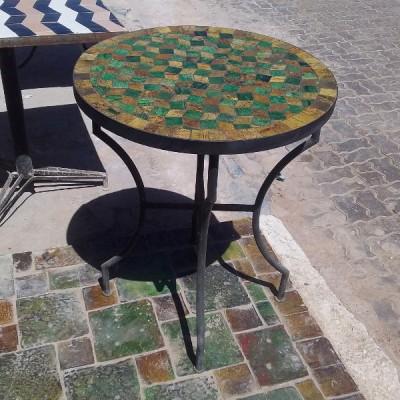 Table de jardin en zellige vert