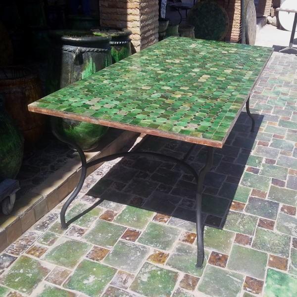 Tables en zellige marocaines