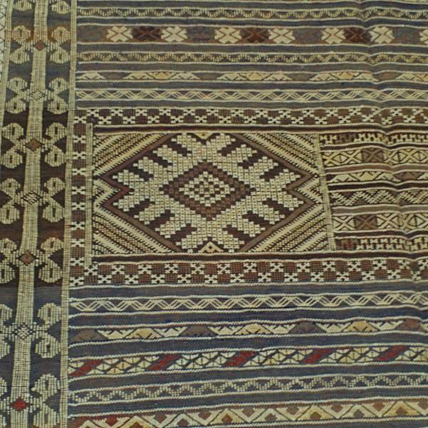 tapis kilim khemisset d coratif pour un salon tapis marocain. Black Bedroom Furniture Sets. Home Design Ideas