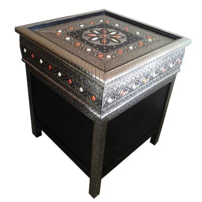 Meuble marocain orné de métal