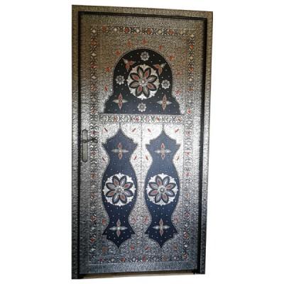 Porte marocaine décorée de métal et d'os