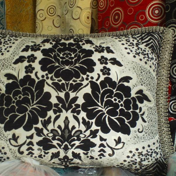 housse de coussin marocaine en noir et blanc salon marocain. Black Bedroom Furniture Sets. Home Design Ideas