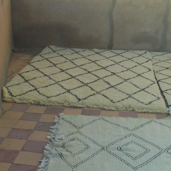 tapis beni ouarain du maroc en laine noir et blanc losanges. Black Bedroom Furniture Sets. Home Design Ideas