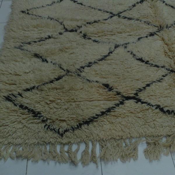 tapis beni ouarain du maroc pais noir et blanc losanges. Black Bedroom Furniture Sets. Home Design Ideas