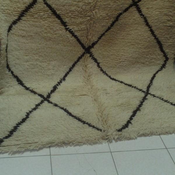 tapis beni ouarain noir et blanc grands losanges. Black Bedroom Furniture Sets. Home Design Ideas