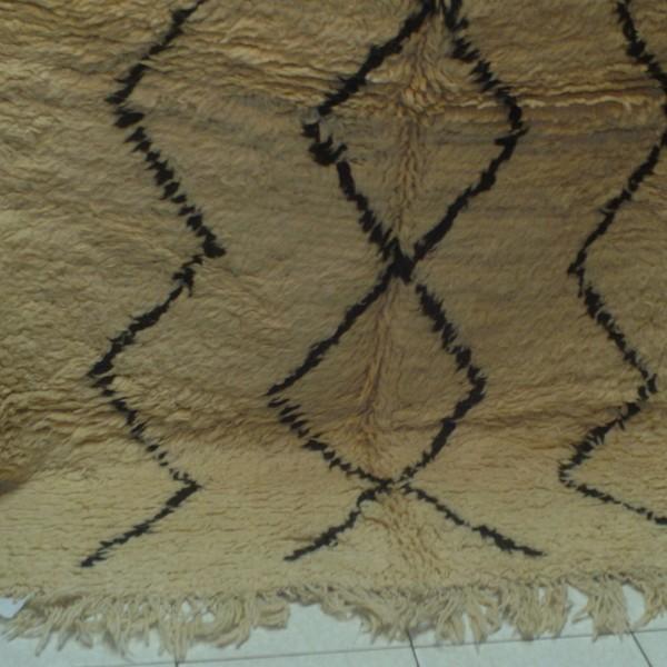 tapis beni ouarain noir et blanc en laine du maroc. Black Bedroom Furniture Sets. Home Design Ideas
