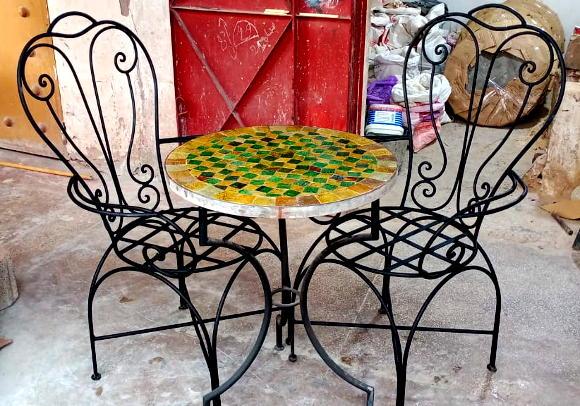 Table de salon de jardin en zellige