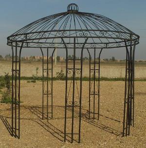Kiosque de jardin en fer forgé