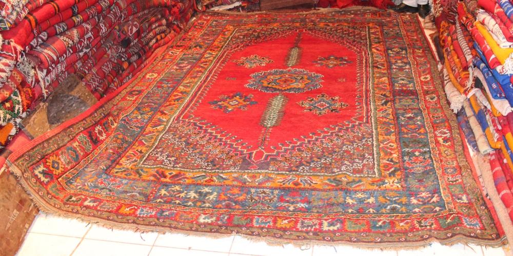 tapis marocains beni ouarain tapis en laine du maroc artisanat du sud. Black Bedroom Furniture Sets. Home Design Ideas