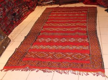morocco rugs beni ouarain black and white woollen carpets. Black Bedroom Furniture Sets. Home Design Ideas