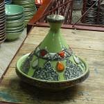 Plat à tajine marocain orné de métal