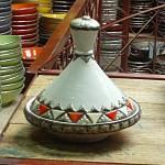 Plat à tajine marocain décoré de métal
