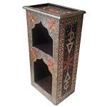 Meuble marocain décoré de métal