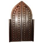 Porte décorée de métal et os