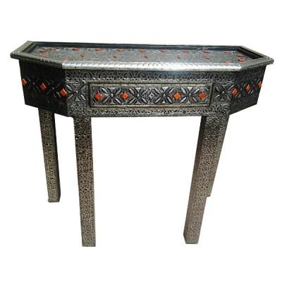 Table marocaine ornée de métal